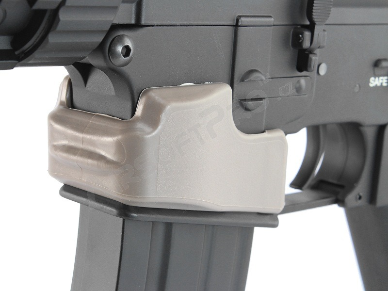 Rubber NQ Grip Magwell for M4 series  - DE [FMA]